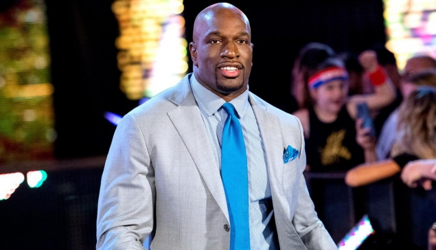 Titus O'Neil donne 100$ à une fan pour qu'elle assiste à NXT TakeOver Brooklyn 4