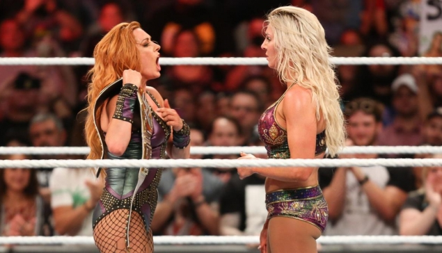 Becky Lynch clashe une nouvelle fois Charlotte Flair