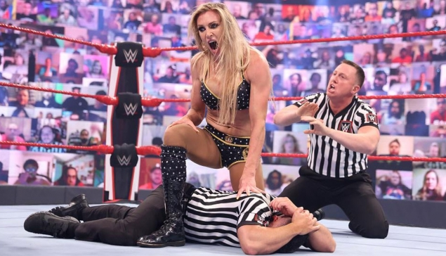 Charlotte Flair suspendue indéfiniment par les officiels